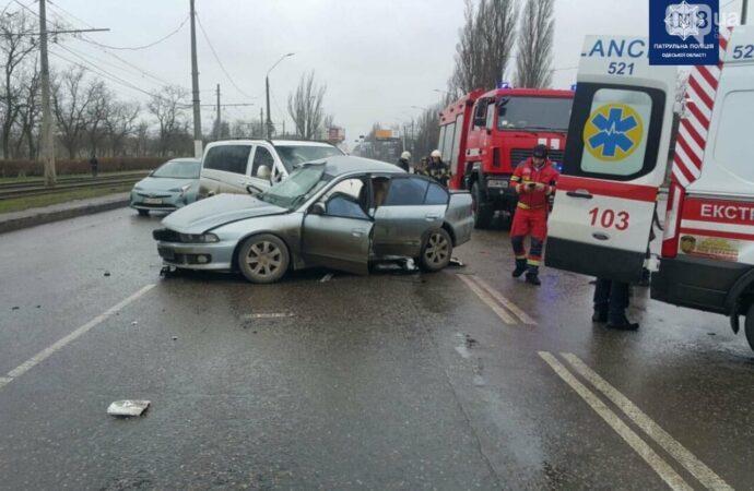ДТП в Одессе: погибла молодая девушка, несколько пострадавших (фото)