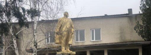 В Одесской области снесли еще один памятник Ленину (видео)