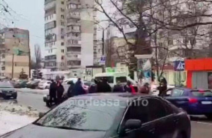 Четыре дня без света: одесситы перекрыли дорогу на Черемушках (видео)