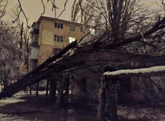 Стихия в Одессе: четыре микрорайона остались без света, тысяча абонентов без тепла