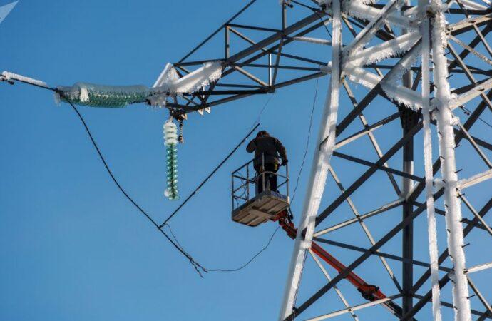 Непогода оставила без света часть Одесской области: как электрики реагируют на аварии?