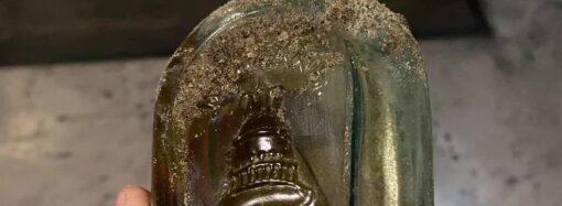Подфартило: в Одессе рабочие нашли бутылку 100-летнего коньяка