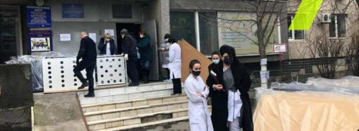 Американцы подарили кровати для детской больницы в Одессе