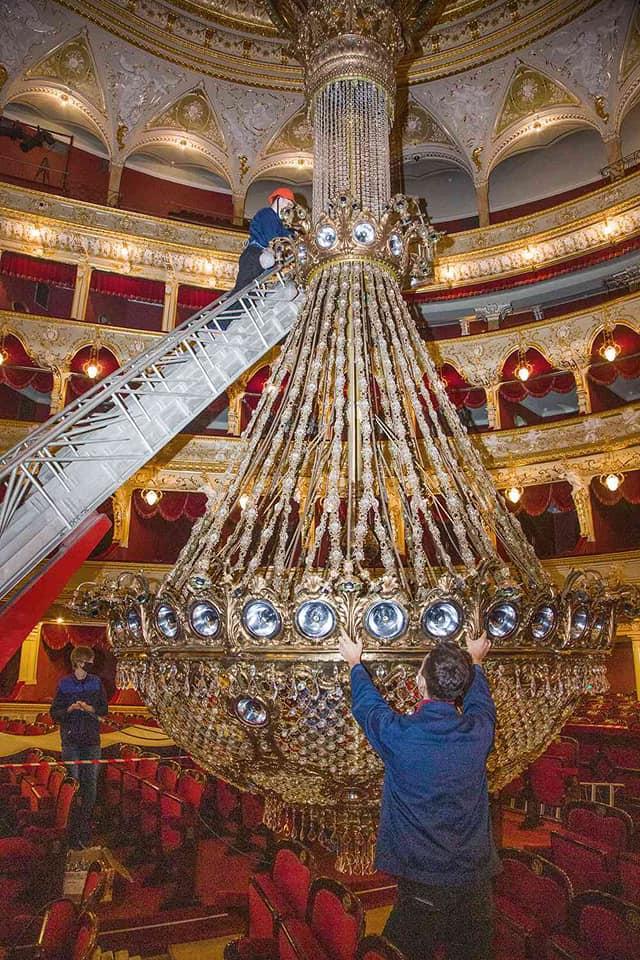 люстра Одесского оперного театра, профилактика