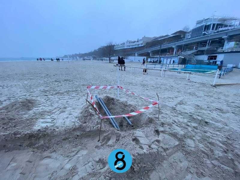 незаконная канализация на одесском пляже