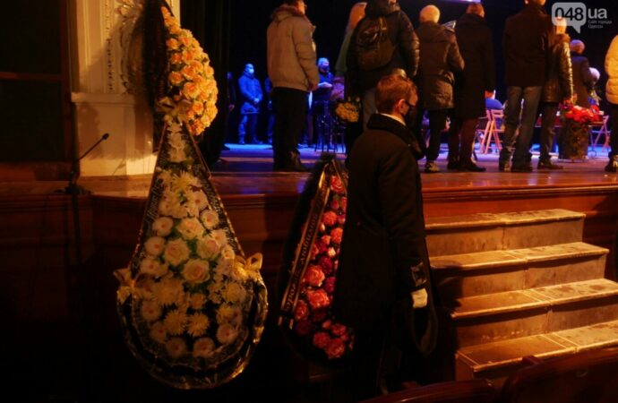 В Одессе проводили в последний путь легендарную «тетю Симу» (фото)