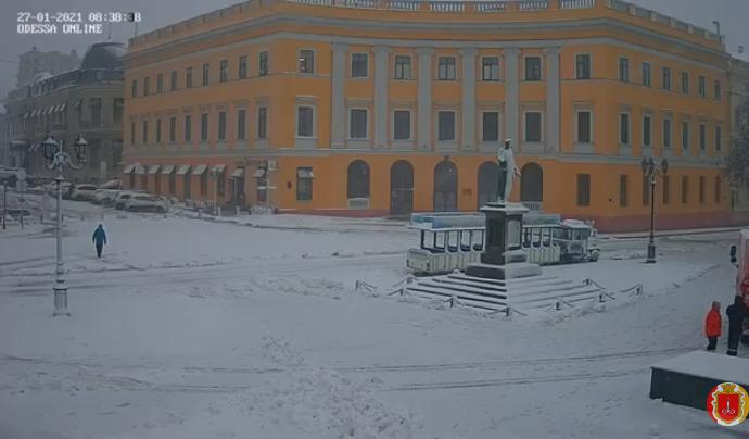 Одессу снова засыпало снегом, пик прогнозируют к середине дня (фото, видео)
