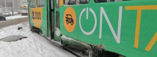 В Одессе из-за ДТП загорелся трамвай: временно остановлено движение на 17-м маршруте