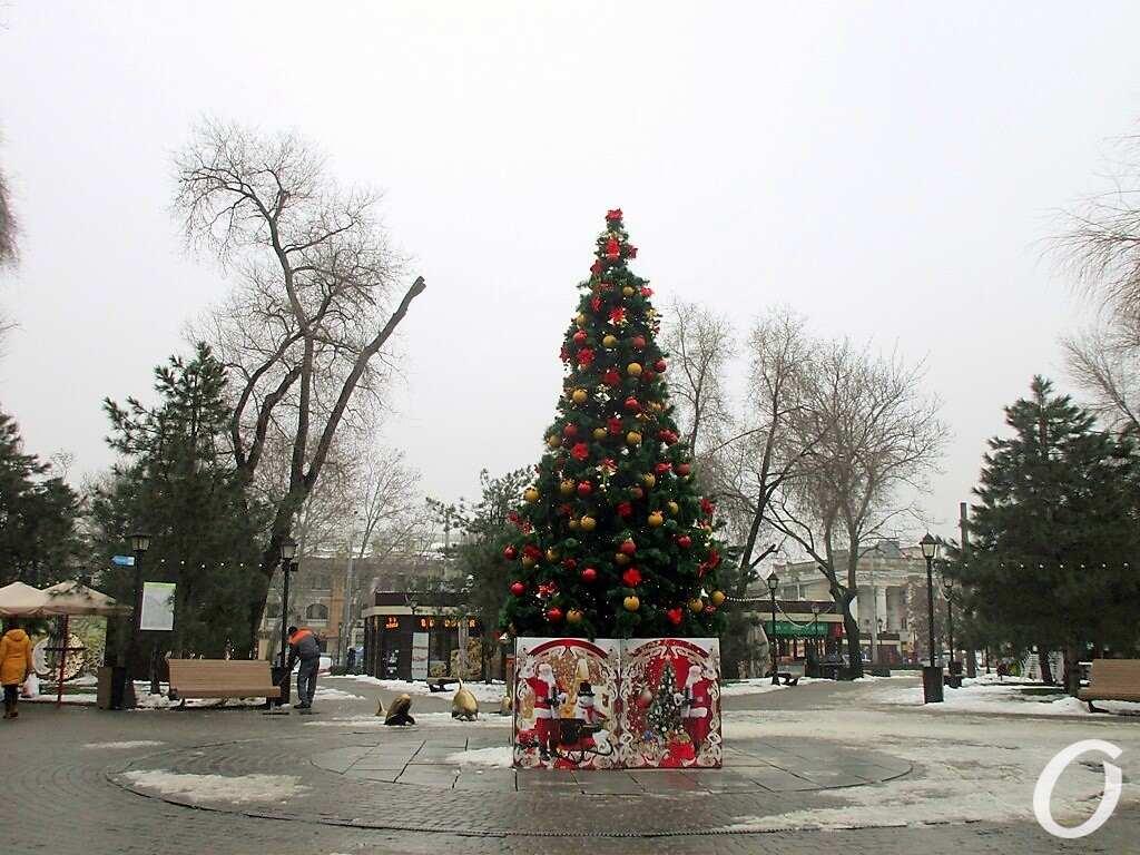 Новогодье по-одесски: площадь