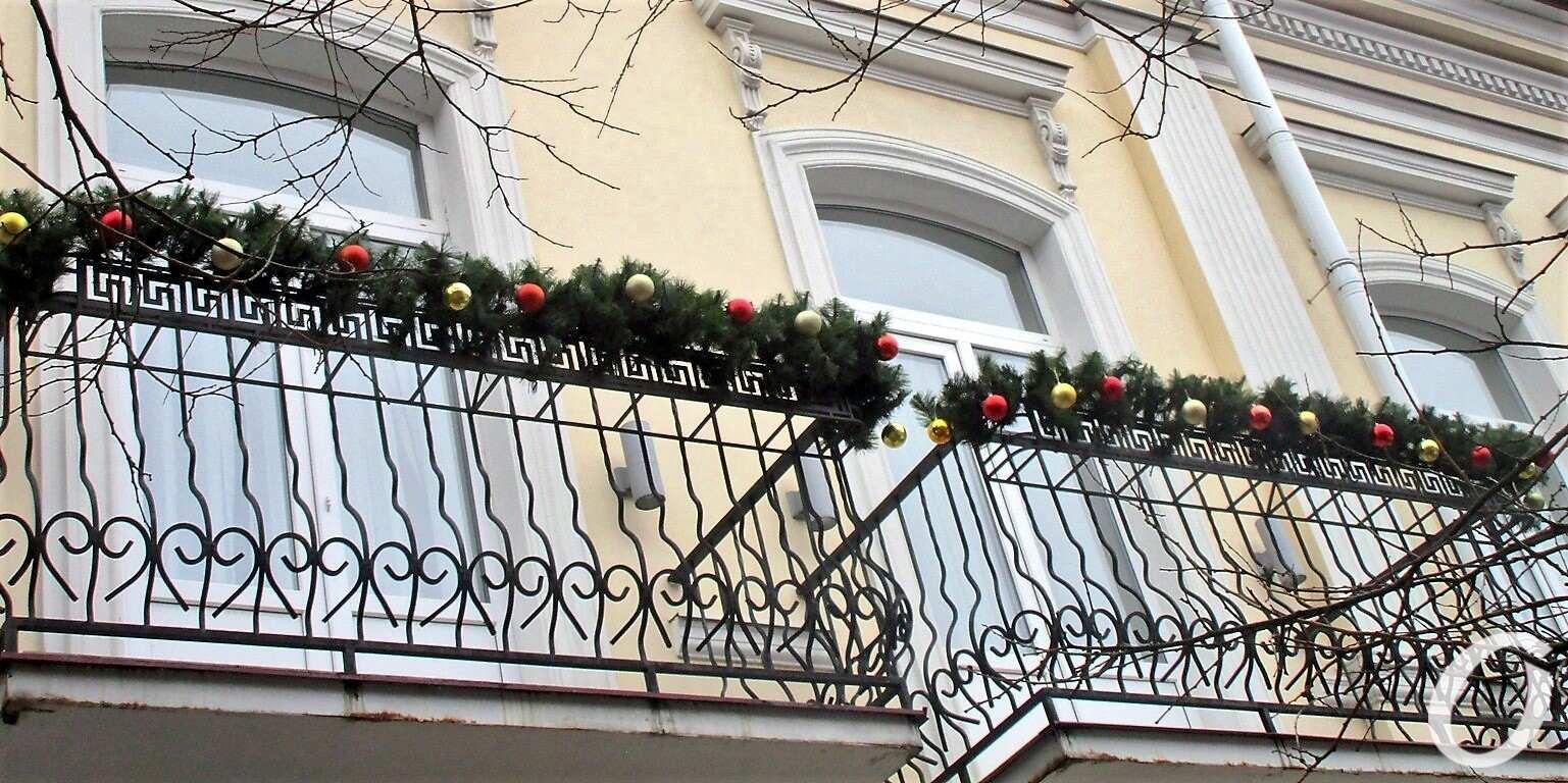 Новогодье по-одесски: украшенный балкон