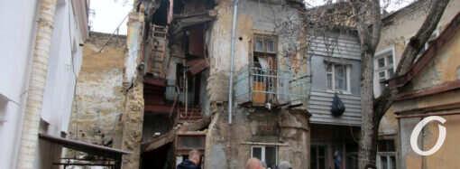 Обрушение дома в Одессе: стена на Нежинской рухнула, как и ожидалось (фото, видео)