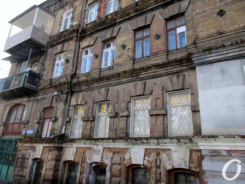 Высокий переулок, окна