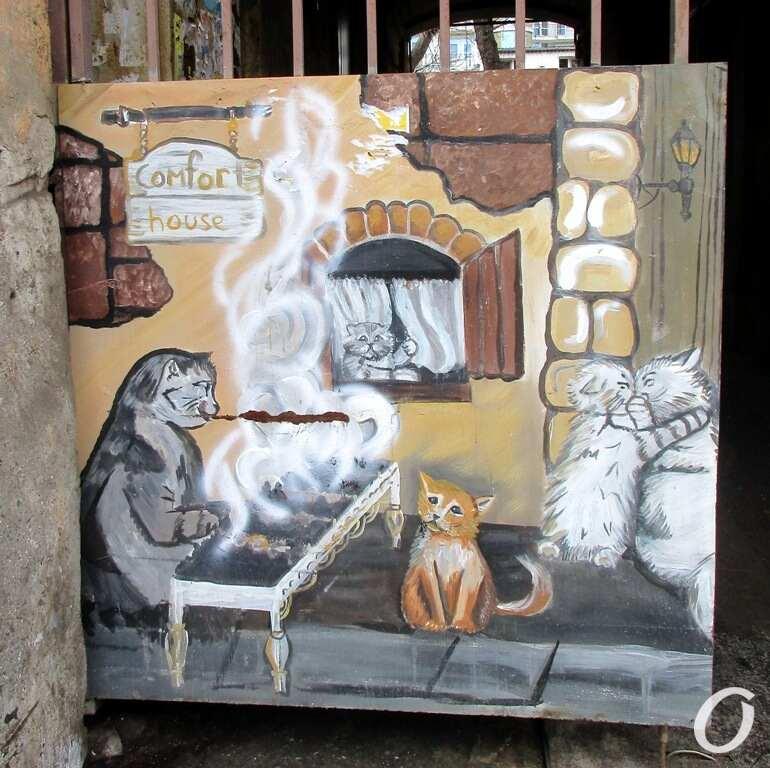 забавные котики на воротах