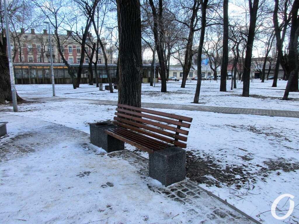 Старосенной сквер, скамейка