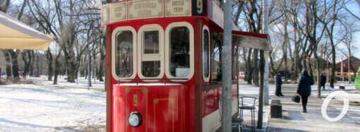 Одесский Старосенной сквер: львы Мормоне, арт-трамвай и «горячая точка» (фото)