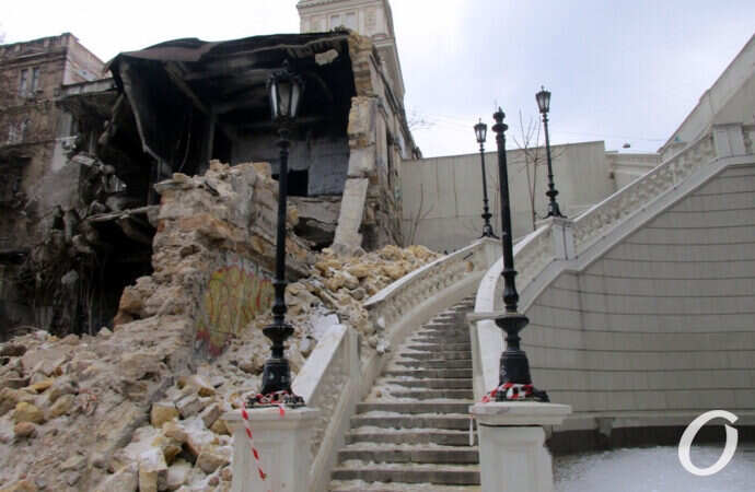Грохнувший одесский дом на Деволановском спуске: что осталось после обвала? (фото)