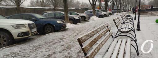 Одессу снова засыпало снегом (фото, видео)