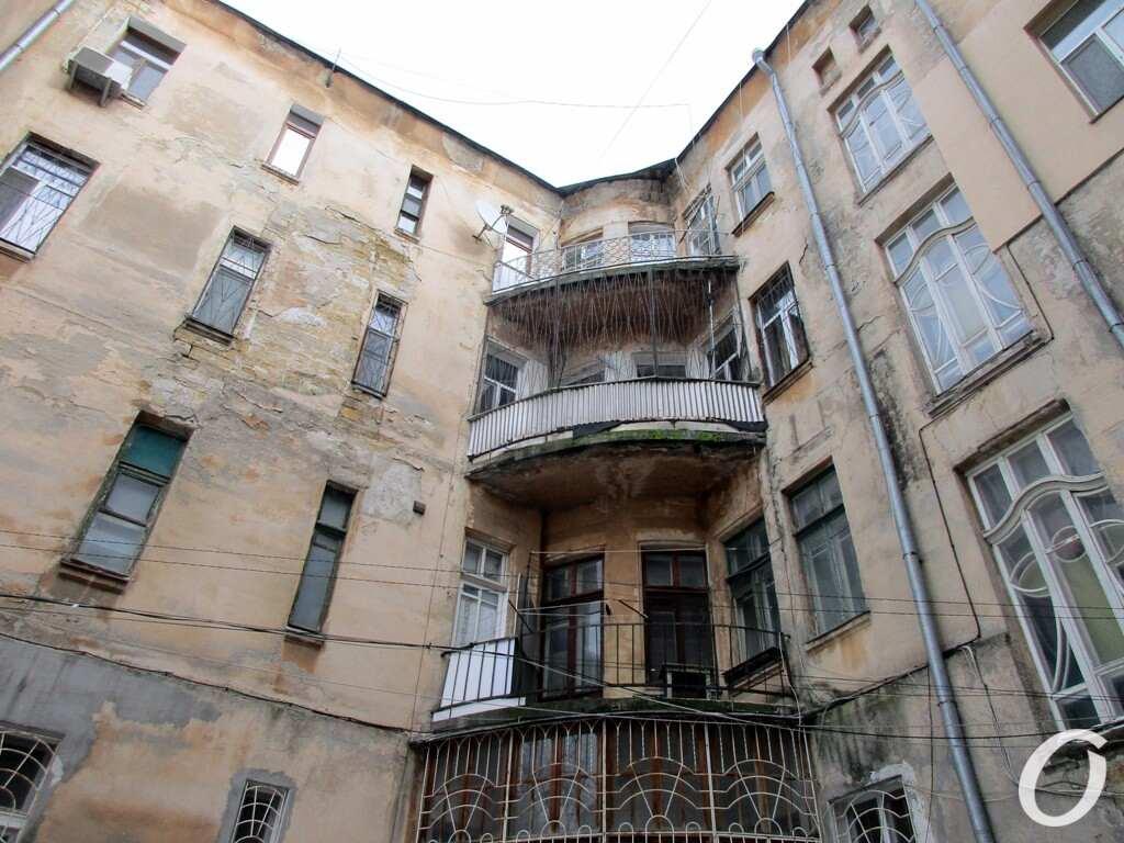Дом с орлом-гигантом в Одессе