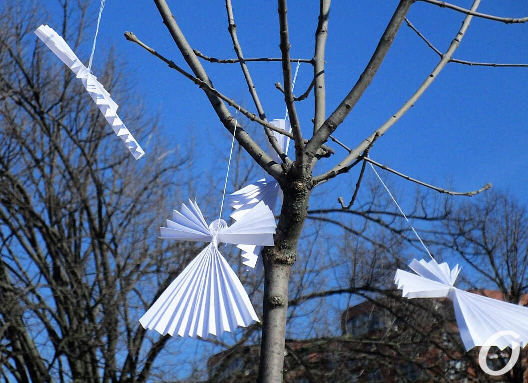 Ангелы памяти на дереве