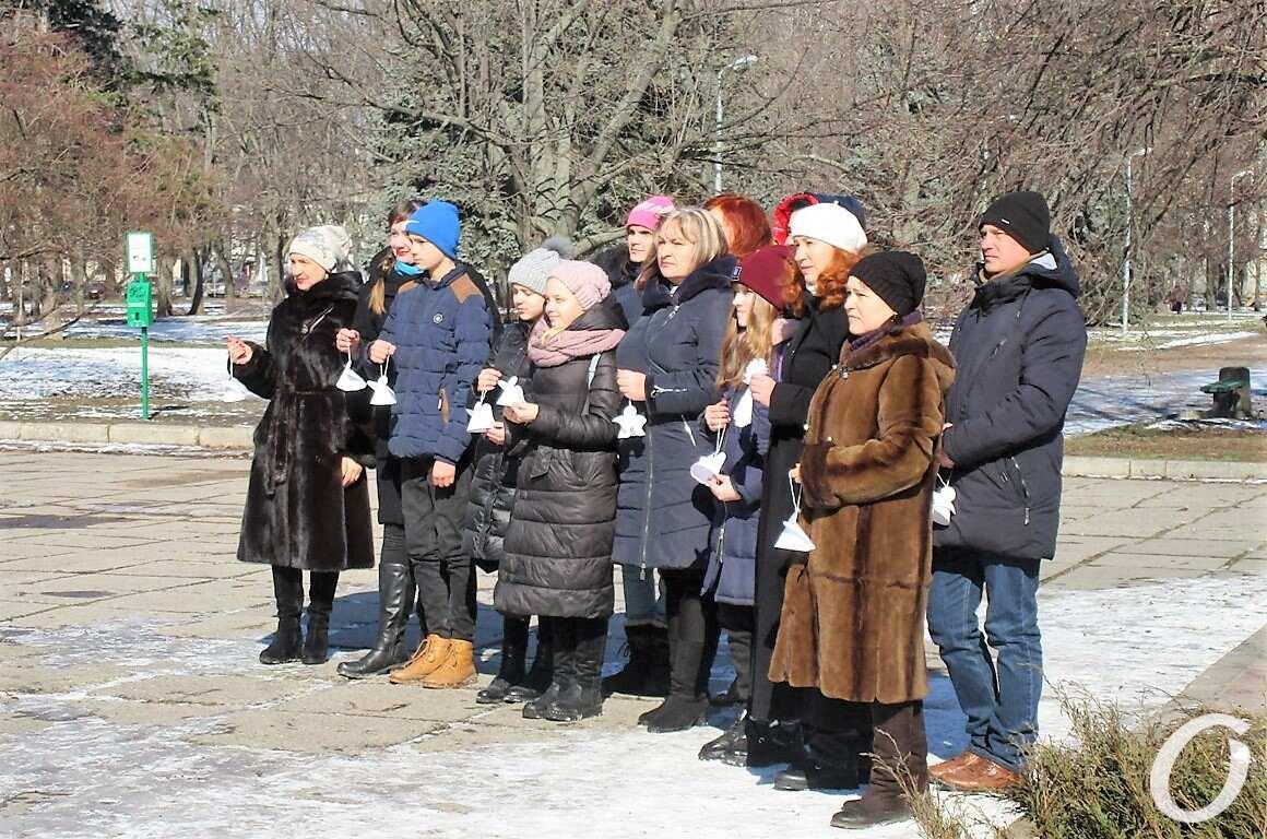 участники акции Ангелы памяти в Одессе