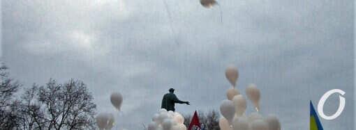 Сотня белых шаров и горевший роддом: главные новости Одессы 20 февраля