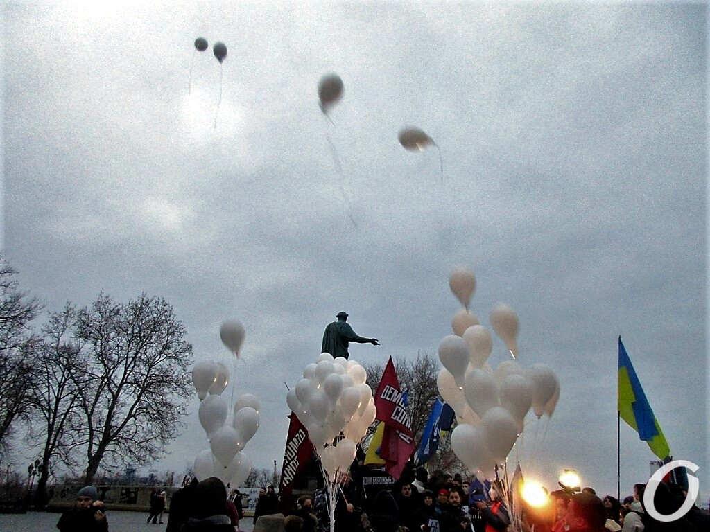 Памяти героев Небесной Сотни, запуск шаров
