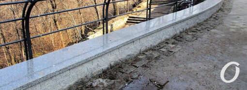Обновленная часть одесского бульвара Жванецкого: снег сошел – проблемы обострились (фоторепортаж)