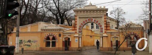 Любуемся издали: одесская Мавританская арка взывает о помощи (фото)