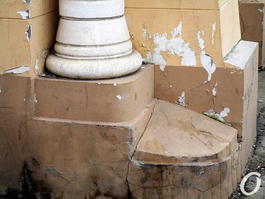 Мавританская арка, колонна