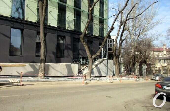 В Одессе оштрафовали «прихватизаторов» тротуара на Военном спуске – сколько заплатит застройщик?