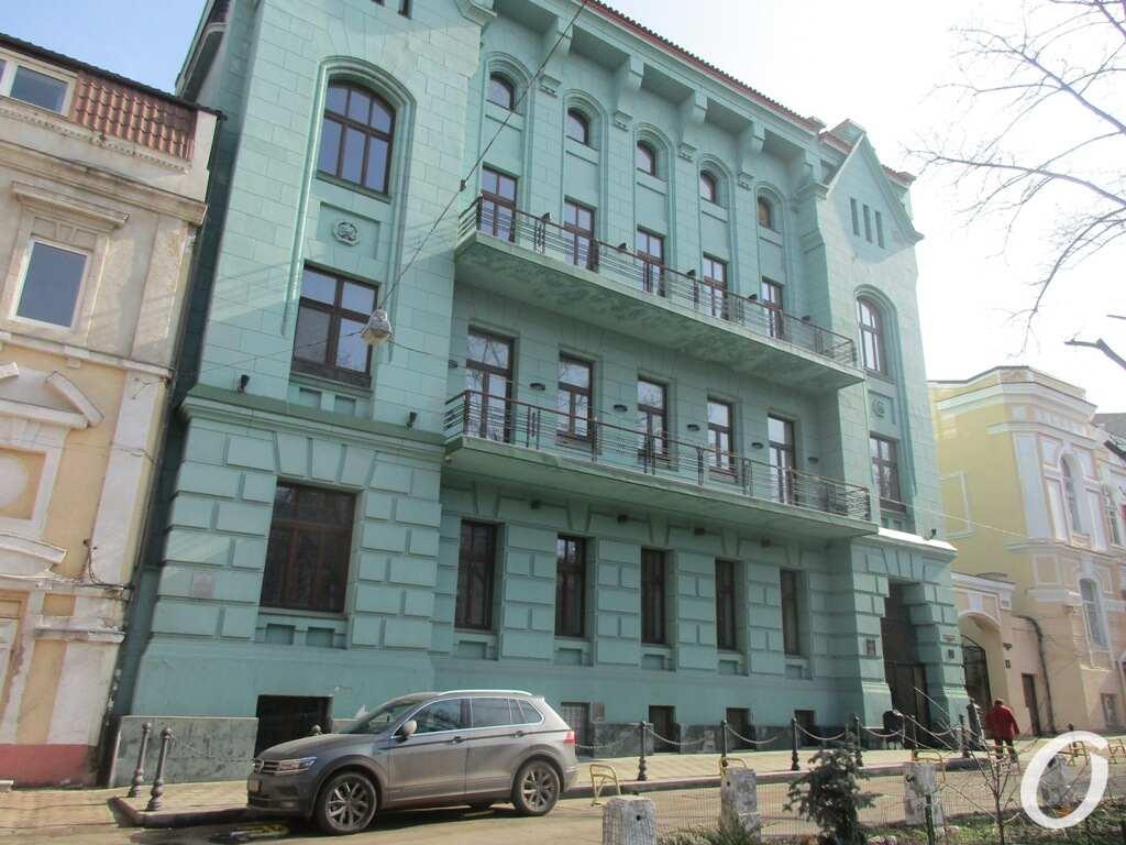 Одесский сквер, дом
