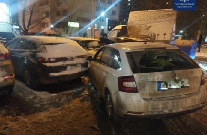 В Одессе пьяный водитель повредил сразу шесть машин