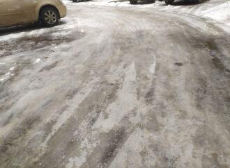 Сплошной каток: Одесса покрылась льдом (фото, видео)