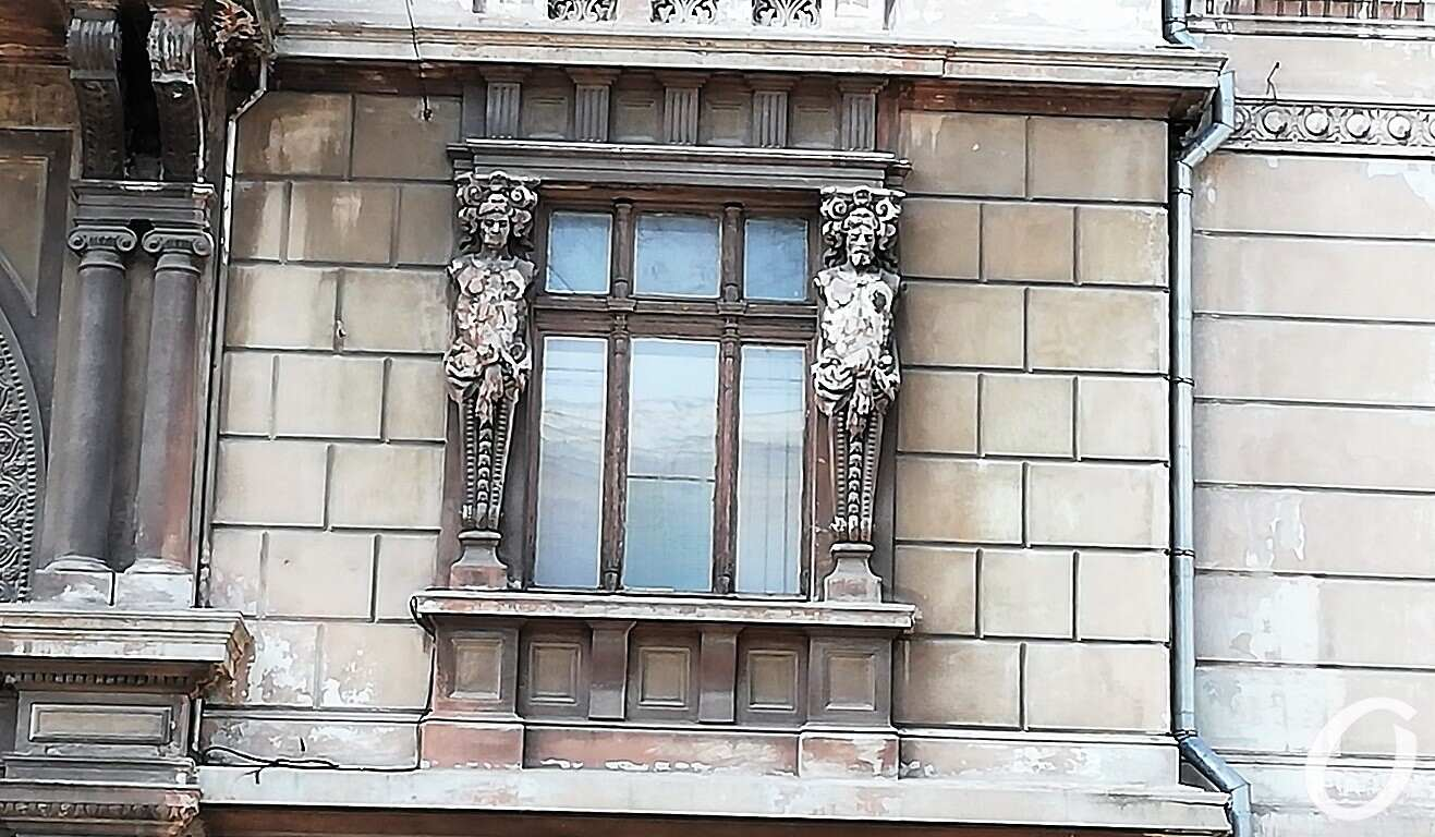 Пушкинская, 10, окно
