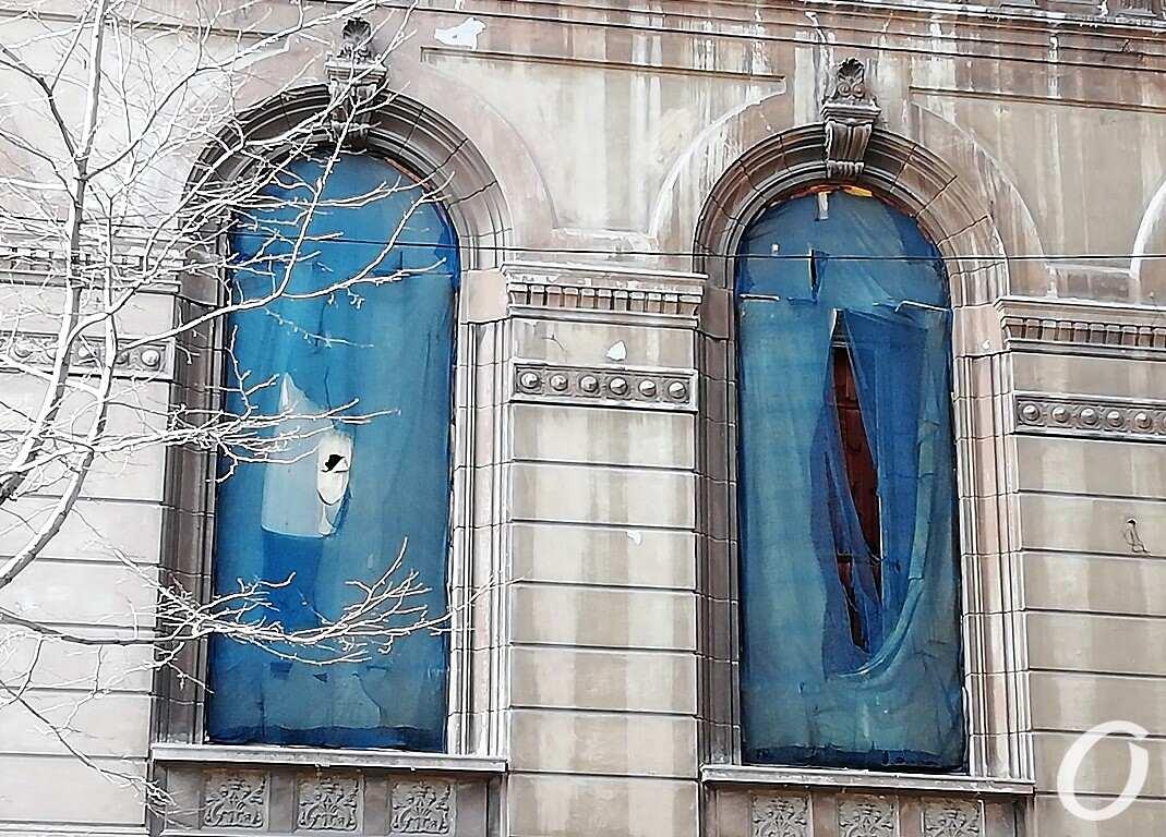 Пушкинская, 10, окна