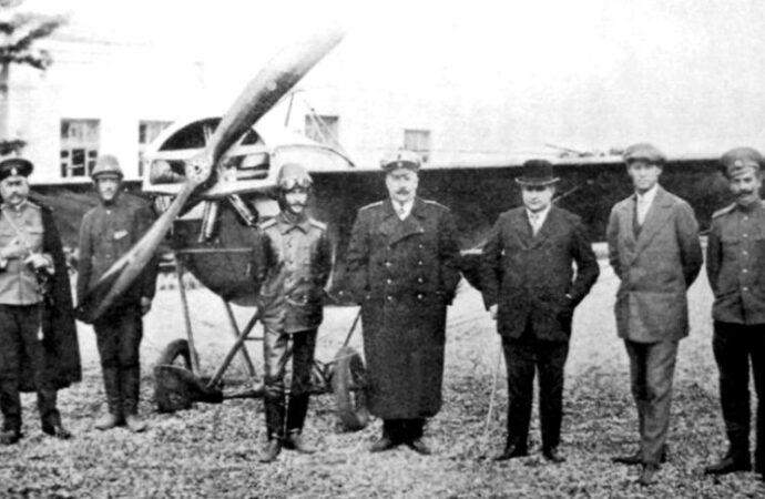 Первую в стране авиапочту создал Артур Анатра