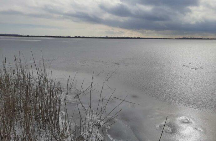 На лимане под Одессой провалились под лед трое детей