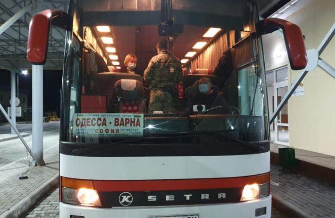 Паром через Дунай в Одесской области принял первый пассажирский автобус