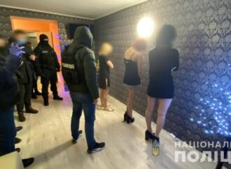 В Одессе «накрыли» бордель, обосновавшийся в квартире (видео)