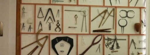 Под Одессой учитель математики собрал коллекцию циркулей и создал музей (фото)