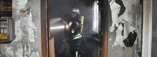 В Одессе горела квартира в пятиэтажке: есть погибшие