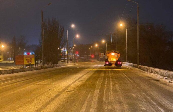 Циклон в Одессе: в мэрии рассказали, как чистят улицы от снега (фото)