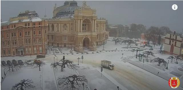 """Циклон """"Волкер"""" принес снег в Одессу (фото, видео)"""
