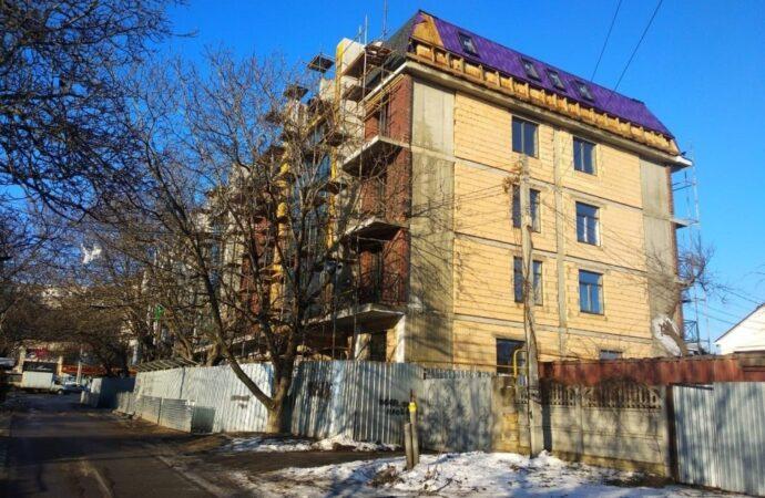 Строительные «чудеса» в Одессе: на Люстдорфской дороге «выросла» многоэтажка на участке под 8 домов (фото)