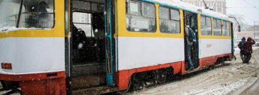 В Одессе трамвай чудом не обезглавил пьяного мужчину на рельсах