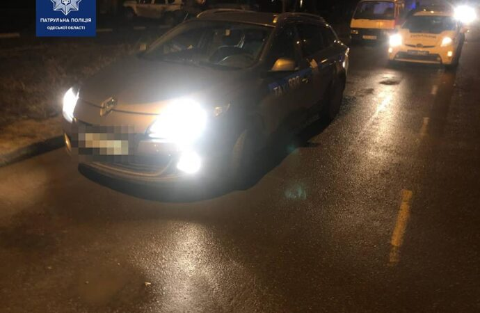 В Одессе двое злодеев отобрали машину у таксиста (фото)