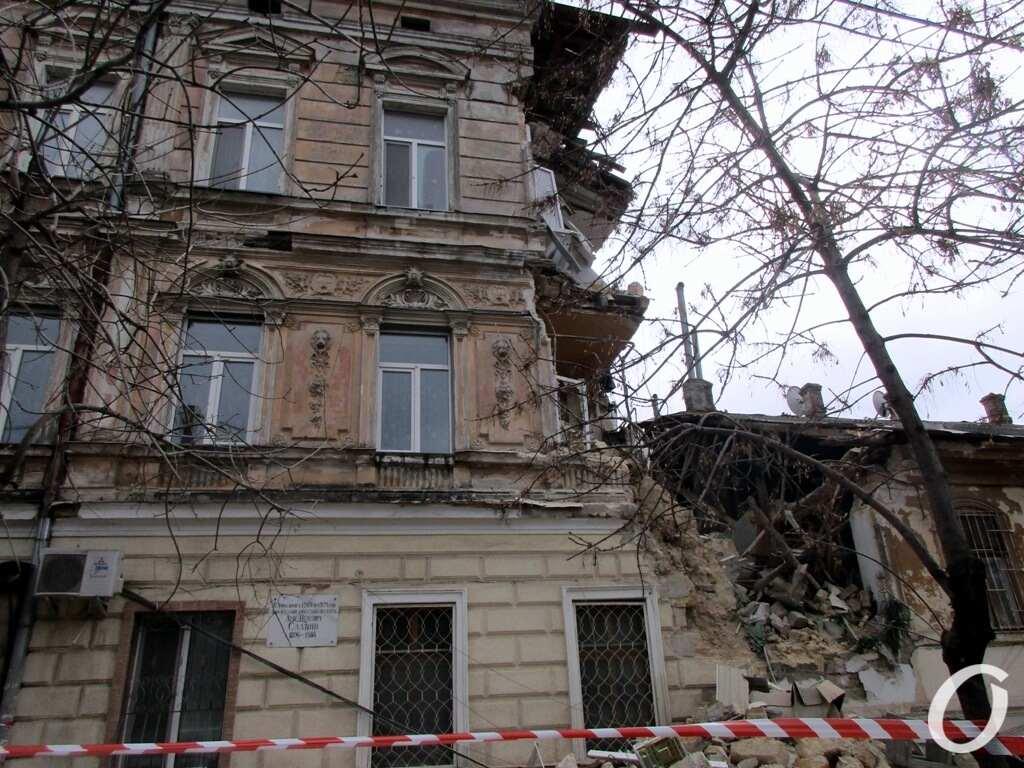 Дом на Нежинской, окна