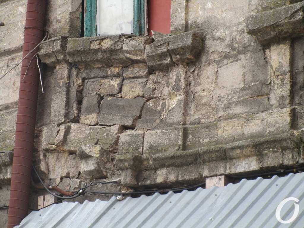аварийный дом в одесском Книжном переулке