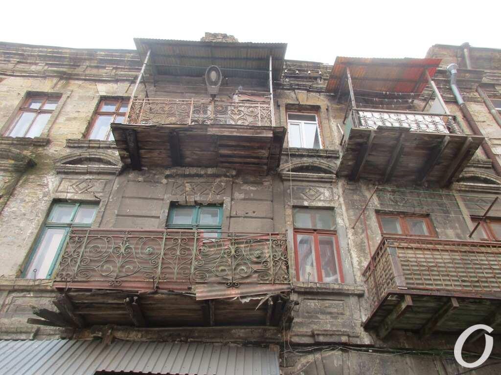 аварийный одесский дом, балконы