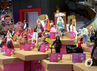 Известные украинки предстали в Одессе в образе кукол Барби (фото)